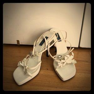 Baker flower white sandals size 7